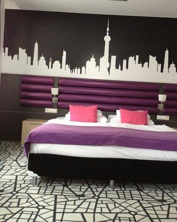 Cosmo City Hotel:                   chambre 306