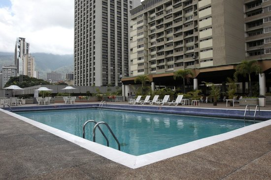 Hotel Venetur Alba Caracas: Área de la piscina