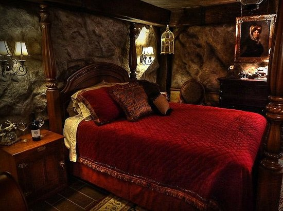 The Log House Lodge: The Gold Miner's Daughter Room