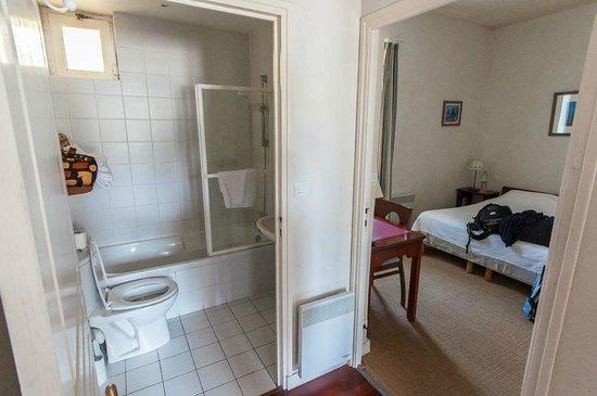 La Grek:                   la chambre et la salle de bain
