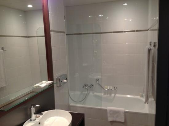 Hotel Auteuil - Manotel Geneva: salle de bain