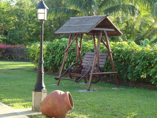 Sugar Cane Club Hotel & Spa:                   Swinging bench in gardens