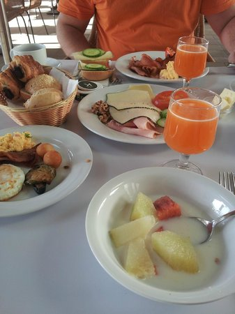 Sensimar Calypso Resort & Spa:                   hotel breakfast