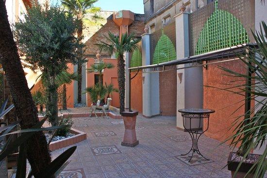 Escale au Maroc: Coin détente/Fumeurs