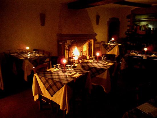 Sasso Marconi, Italia: La sala camino romantica