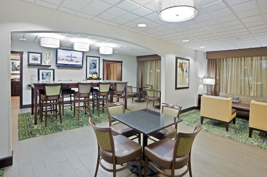 Hampton Inn Cleveland Airport-Tiedeman Rd: Breakfast Area
