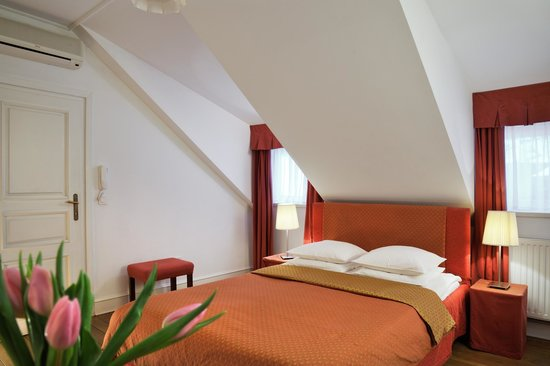 Bed and Breakfast Petra Varl: B&B Petra Varl studio apartment #2 - the red studio