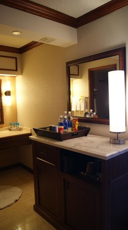 Hyatt Regency Maui Resort and Spa: Bathroom/hall