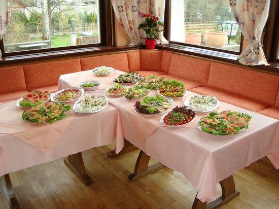 Ristorante-Pizzeria Adina:                   Buffet für Gruppen