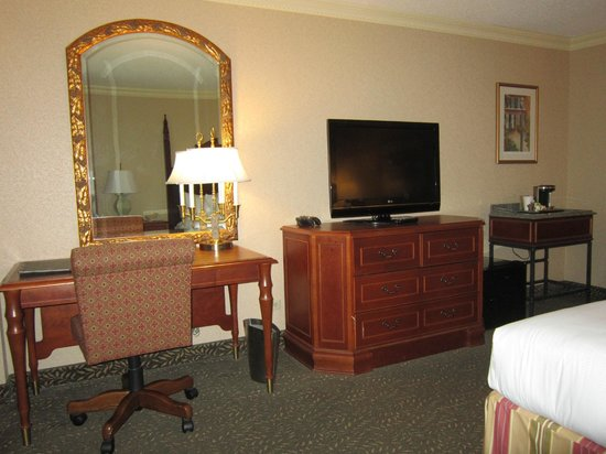 Hilton New Orleans Airport: dest/tv