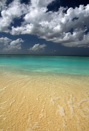 Grand Cayman Beach Suites:                   Gorgeous water