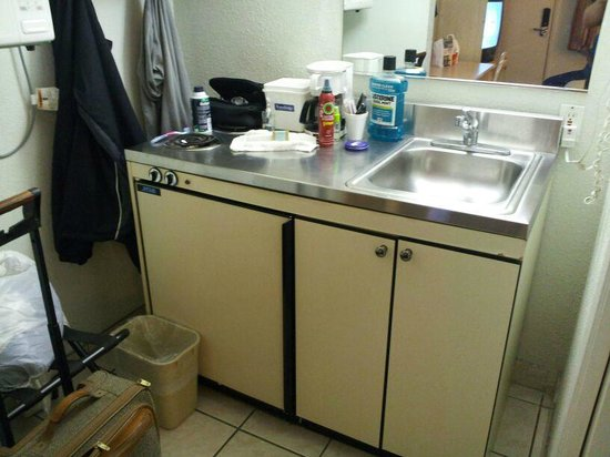 Travelodge San Ysidro:                   Small Kitchen