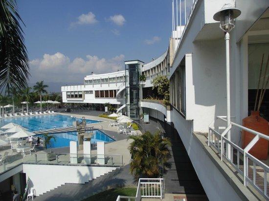 Hotel Club Campestre de Bucaramanga :                   Pool view from lobby bar