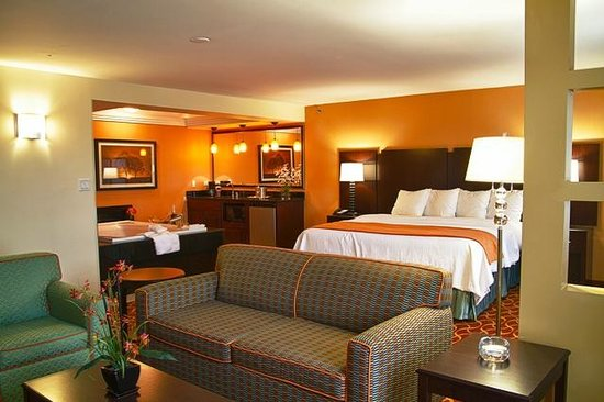 Blue cypress hotel updated 2017 prices reviews arlington tx tripadvisor for Hotels in arlington tx with indoor swimming pool