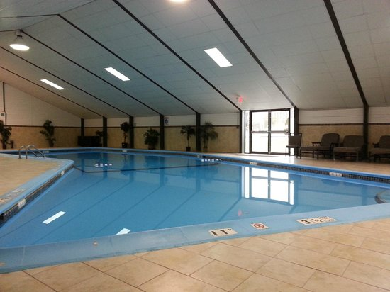 Holiday Inn Saddle Brook:                   Piscina cubierta