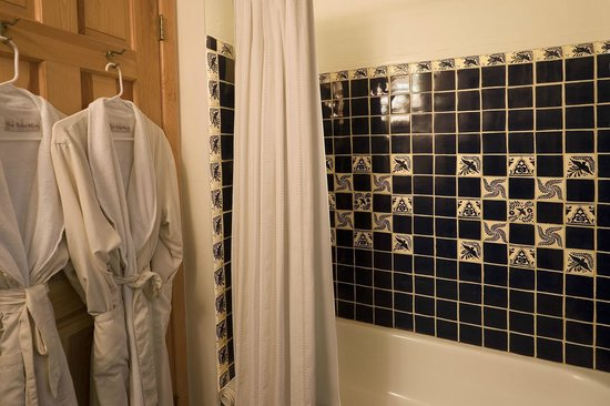 Alexander's Inn: New Mexican tiles feature prominently in all casita bathrooms.