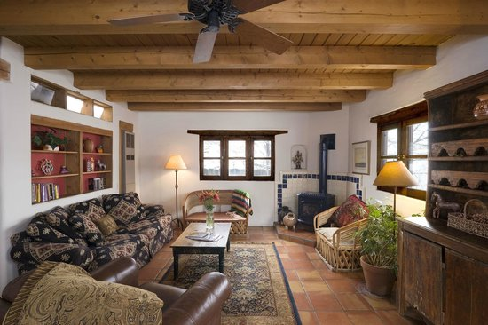 Alexander's Inn: The Pinon living room - plenty of room for a family or group.