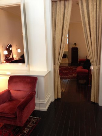 Raffles Hotel Singapore:                   Beautiful suite