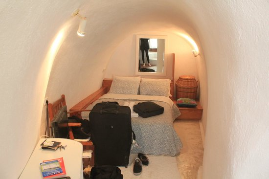 Antithesis Hotel: cute little cave room
