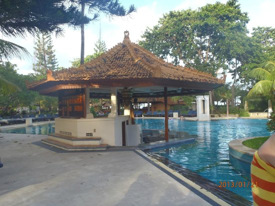 Bali Tropic Resort and Spa:                   бар басейна
