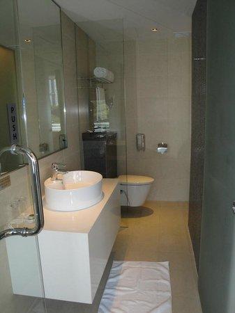 Wangz Hotel: Bathroom