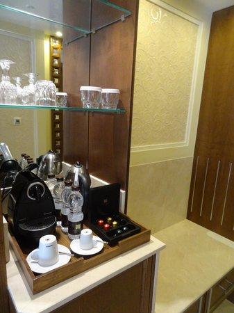 Al Bustan Palace, A Ritz-Carlton Hotel:                   A standard room