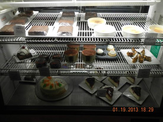 Lilikoi Grill & Wine Bar:                   dessert rack