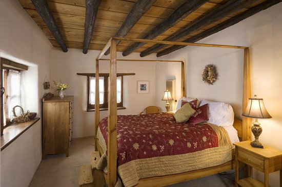 Alexander's Inn: Casa Juniper's bedroom is in a 100 year old adobe portion of the house.