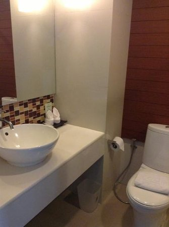 Sathorn Grace Serviced Residence:                   smelly toilet