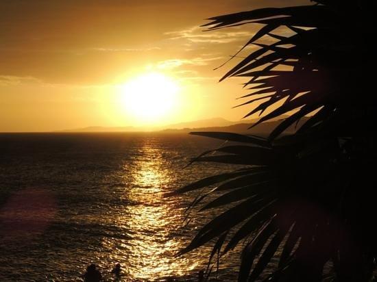 Media Luna Resort & Spa:                   tramonto dalla spiaggia