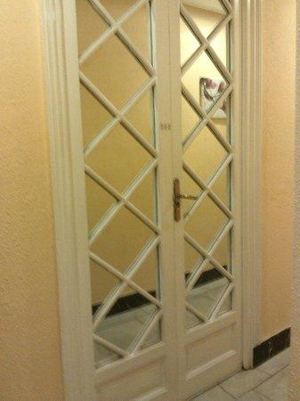 Hostal Pereda Hs:                   Puerta de la habitación