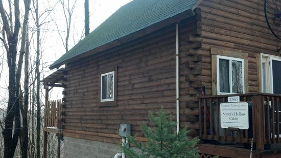 Nature's Pointe Cabins:                   Settler's Hollow Cabin
