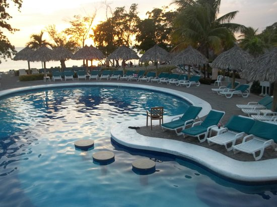 Hotel Riu Palace Tropical Bay :                   Beautiful pools