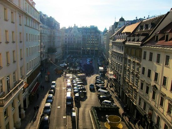 View from room #24 to Neuer Markt and Donnerbrunnen