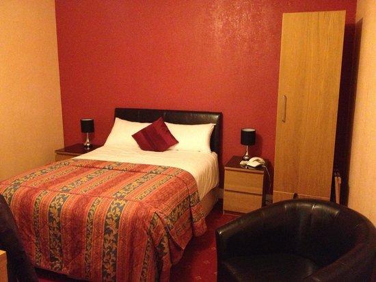Spilman Hotel: Room 6-  bed with crisp white linen