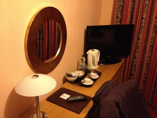 Spilman Hotel : Room 6- dressing table area