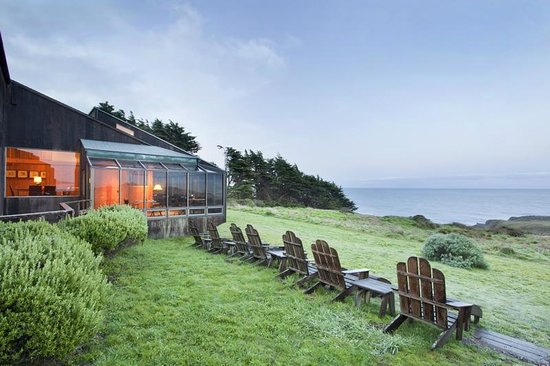 Sea Ranch Lodge: Relax on the adirondack chairs