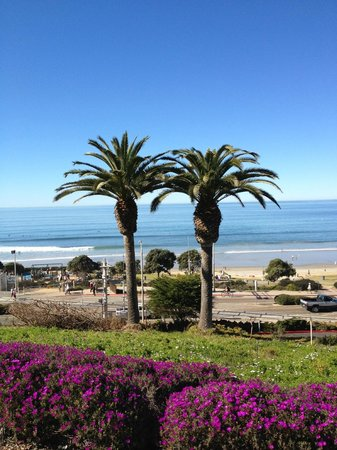 L'Auberge Del Mar:                   View from edge of property to the beeach
