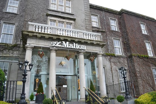 The Malton Hotel: Entrance