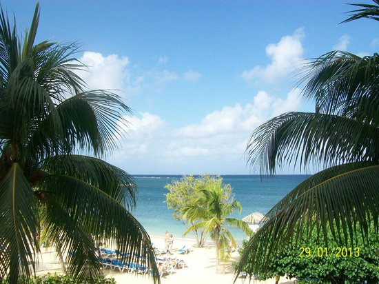 Hotel Riu Montego Bay:                   View from Ocean Front Room