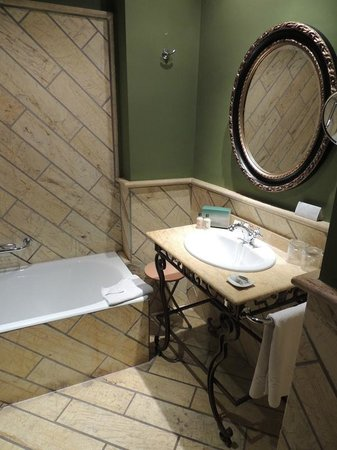 Hotel Montelirio:                   Bathroom