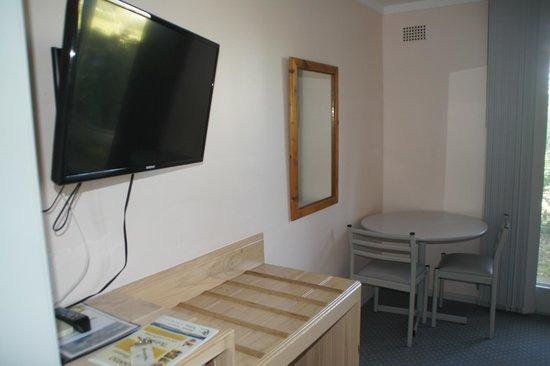 Farnboro Motel:                   Zimmer