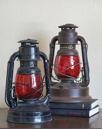 Bottger Mansion of Old Town: railroad lanterns in the Hazeldine Room