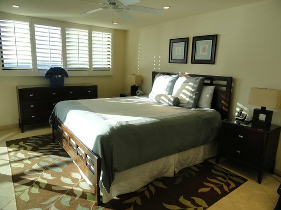 Polo Beach Club: Master Bedroom (has great vanity/bath area)