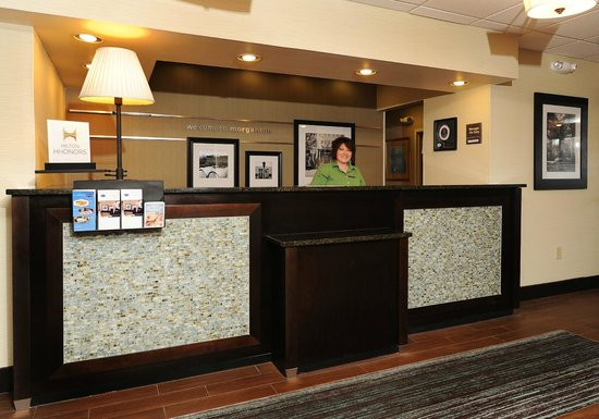 Hampton Inn Morganton: Front Desk