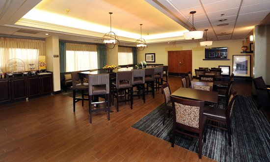 Hampton Inn Morganton : Lobby and Breakfast Area