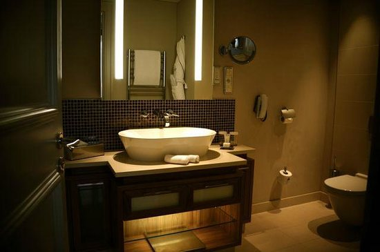 The Mark Luxury Hotel Prague:                                     Grand Deluxe Room - bathroom