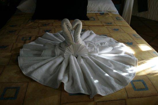 Xaloc Resort:                   wechselnde Handtuchdeko - sehr fantasievoll                 