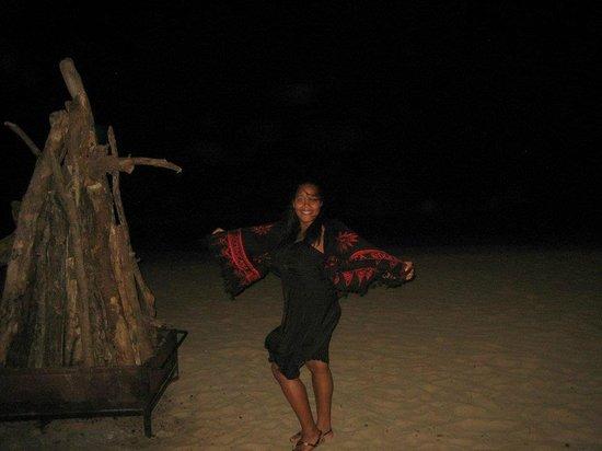 Dreams Palm Beach Punta Cana:                   EN LA PLAYA DE NOCHE AL LADO DE LA FOGATA