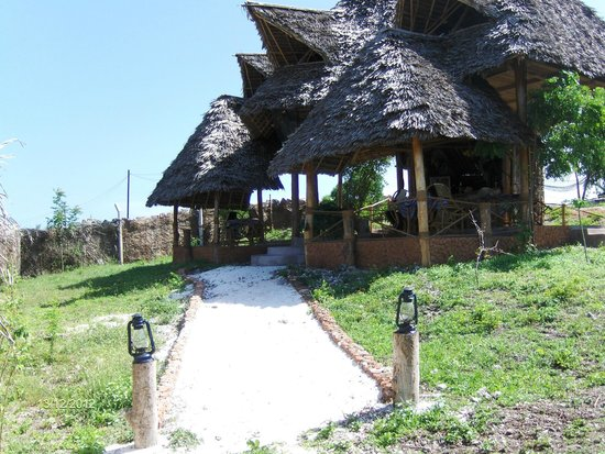 Mabwe Roots Bungalows:                   Pale Palace